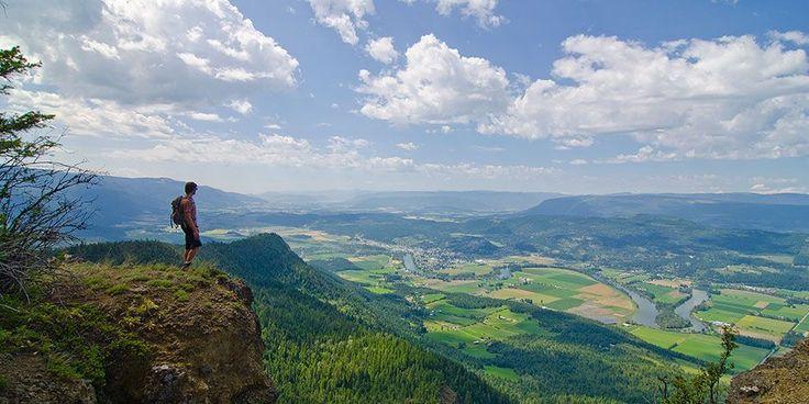Love the outdoor activities of BC's Okanagan Valley? Try its beautiful (and less crowded) neighbour, Shuswap Lake: http://enroute.aircanada.com/en/articles/things-to-do-shuswap-lake // Vous adorez les activités en plein air de la vallée de l'Okanagan en Colombie-Britannique? Essayez la région voisine du lac Shuswap, tout aussi belle mais moins fréquentée.