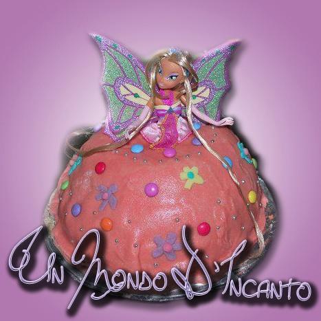 """Torta """"Winx"""" per Veronica.  Farcita con crema alla nutella, ricoperta di pasta di mandorle."""