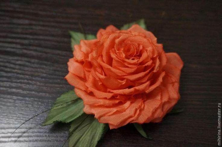 Рада приветствовать всех на своем мастер-классе по созданию замечательного цветка из ткани. Его можно использовать в виде заколки, броши и даже крепить на ободок. У мастер-класса есть небольшая предыстория :) Необычная роза, замеченная в цветочном отделе стала просто 'мамой' для этой красотки! Очень хотелось запечатлеть необыча