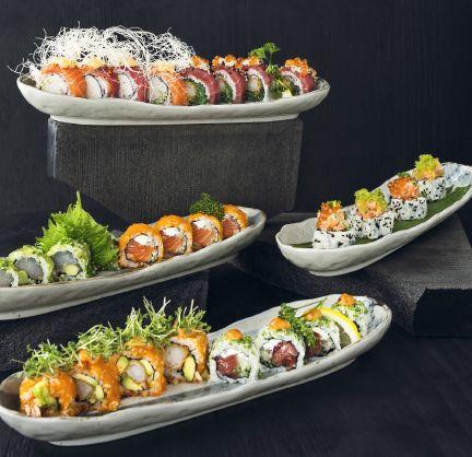 Er du ligeså vild med rolls, som vi er? Hos Karma Sushi har vi vores roll menu de luxe 28 stk. for 355,- En perfekt menu til to :)  Ha´ en god solskinsrig onsdag.  Se mere på www.Karmasushi.dk