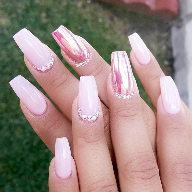 A chrome nails design is the newest trend which, in our opinion, is so cool to look at. Click to see the most eye-catching chrome nails!
