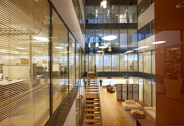 Mercurin tiloissa Falconissa on omassa aulassa portaat suoraan toiseen kerrokseen.