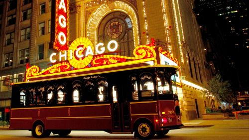 hop on hop off bus near chicago theatre