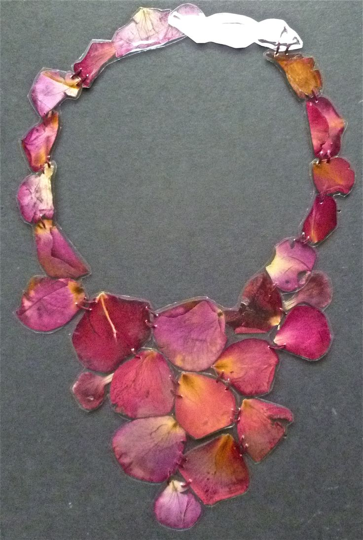 veronica guiduzzi, collana fiori plastificati e cuciti, 2012 - plasticized flower petals necklace #jewelry #nature