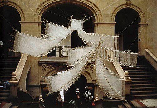 Machiko Agano (Kobe, Japón, 1953) es una de las mejores artistas textiles contemporáneas japonesas y profesora en el departamento textil d...