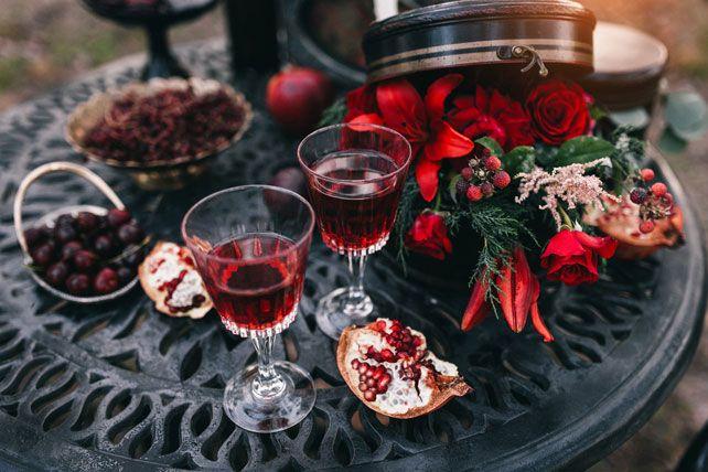 Пленительный цвет Марсала, сервировка стола - The-wedding.ru