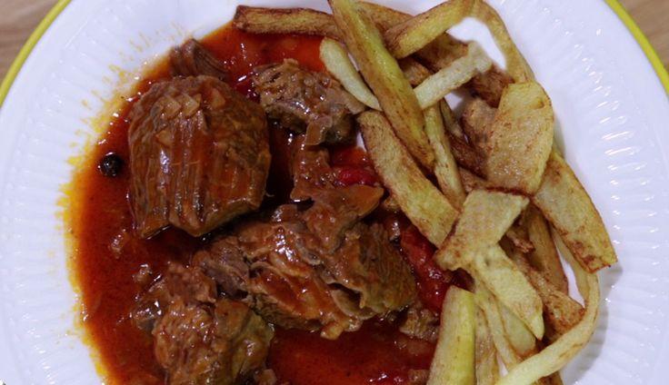 Αγαπημένο μαμαδίστικο φαγητό, που συχνά πρωταγωνιστεί στα κυριακάτικα τραπέζια και κάνει την καλύτερη παρέα με πατάτες τηγανητές.