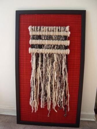 Tapiz sobrepuesto en fondo realizado en telar Maria con marco de madera