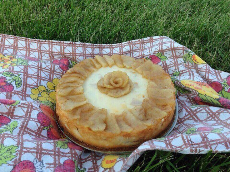 Один из моих самых любимых десертов: Чизкейк с карамелизированными яблоками и корицей🍰