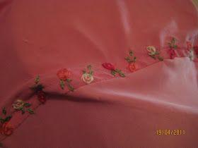 Kali ni aku nak tunjuk bagaimana menghasilkan  Bunga Lilac  dari sulaman benang.  1. Untuk menghasilkan bunga sebaiknya menggunakan 3 lemb...