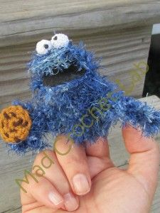 Cookie Monster Finger Muppet Free Amigurumi Pattern http://madcrochetlab.com/yarndango-finished-object-viii/