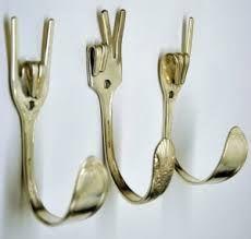 Colgadores Peace and Love hechos con tenedores antiguos