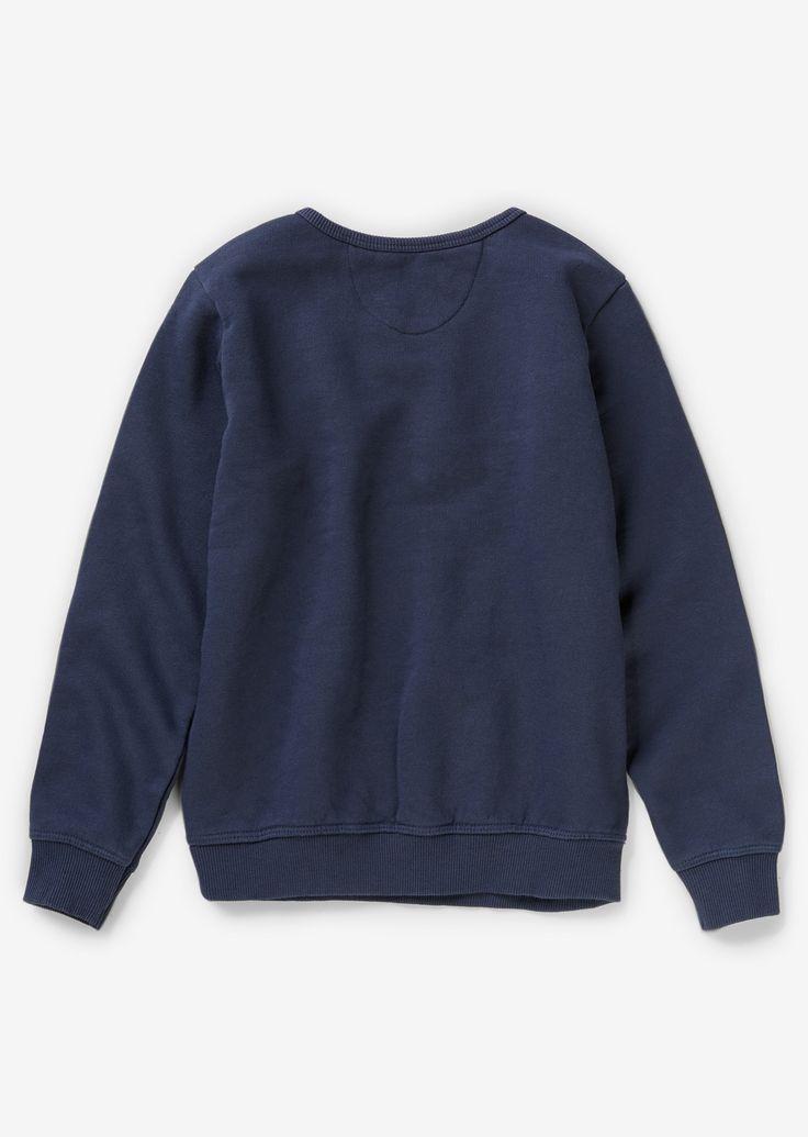 Girls O'sweatshirt  Description: Girls O'sweatshirt van zuiver katoen in zachte jersey kwaliteit. Jubileum print op de voorkant. Met elastische banden. Zachte haptiek. De O' - geïnspireerd op de Jerry O'Sheets' naam die MARC O'POLO in 1967 samen met twee Zweedse partners oprichtte. Vijftig jaar later is de O' nog steeds symbool voor hetgene dat MARC O'POLO al vanaf het begin uitstraalt.  Price: 39.95  Meer informatie  #Marc OPolo