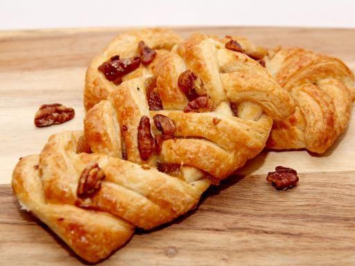 Feuilleté caramélisé aux pommes et aux noix