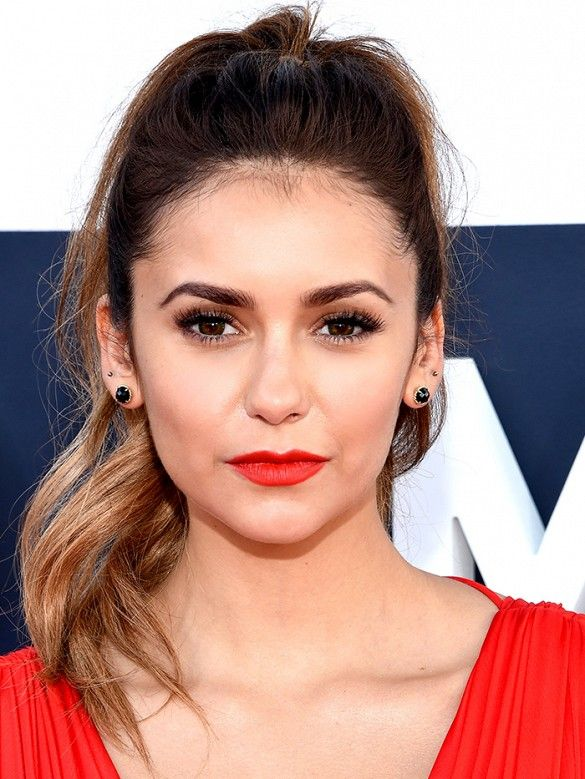 Nina Dobrev looked fresh and sophisticated at the MTV Video Music Awards.