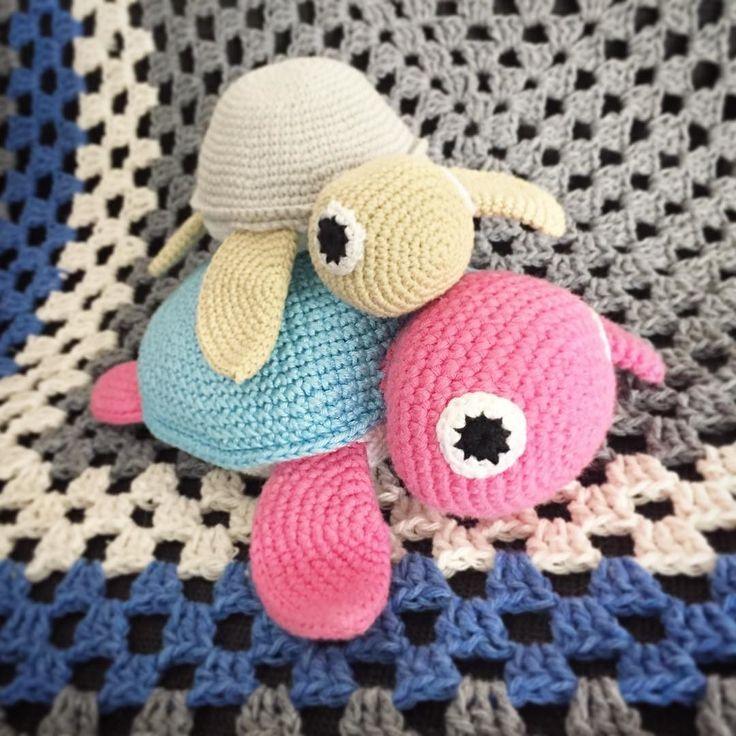 heartypanda:: Mommy and a baby turle #crochetturtle #babyturtle #turtle #amigurumi #amigurumiaddict #crochet #crochetting #crochetaddict #turtletoy #crochetturtle