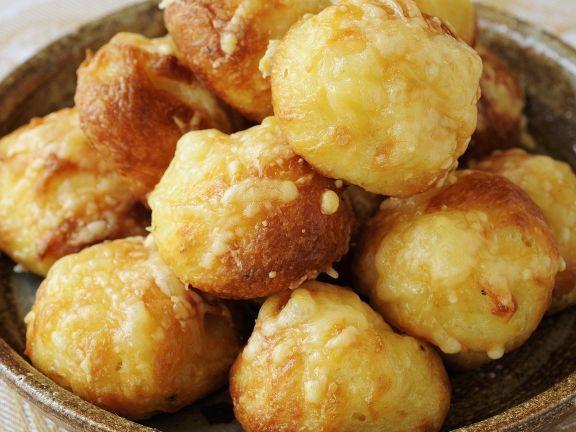 Käsebällchen auf französische Art ist ein Rezept mit frischen Zutaten aus der Kategorie Brandteig. Probieren Sie dieses und weitere Rezepte von EAT SMARTER!