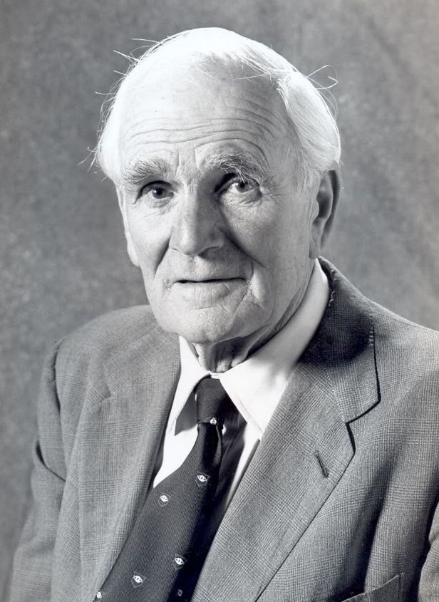 Desmond Llewelyn   actor [Bond movies; such as Goldfinger] The outbreak of World War II in September 1939 halted his acting career, and Llewelyn was commissioned as a second lieutenant in the British army. In 1940, he was captured by the German army in France, and was held as a POW for five years.