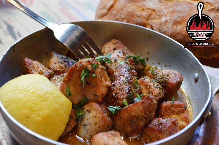 Χοιρινή τηγανιά κρασάτη – Τηγανισμένα χοιρινά κομματάκια στο μαυροτήγανο , σβησμένα με λευκό κρασί , λεμόνι και ρίγανη! <3 <3  Μπες και εσύ στο ψητό www.tiganiesdelivery.gr  #ΤηγανιέςΣχάρες #μπες_στο_ψητο #αγαπαμε_το_κρεας #Ψητοπωλείο #Θεσσαλονίκη #Καυταντζόγλου