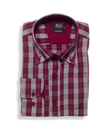 Πουκάμισο καρό classic fit βαμβακερό με τσεπάκι στο στήθος. Το πουκάμισο είναι διαθέσιμο σε κόκκινο με λευκό καρό και διακριτική μπλε ρίγα. Συνδυάστε το με τζιν ή υφασμάτινο παντελόνι για πιο επίσημες εμφανίσεις.