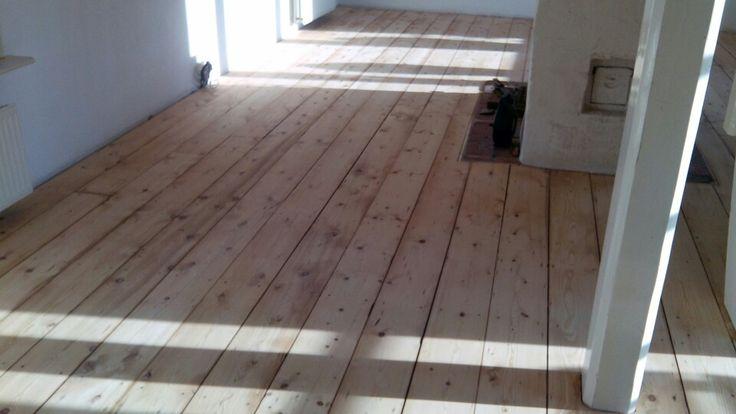Grenen vloer afgewerkt met lak Door onderhoudvanparket.nl