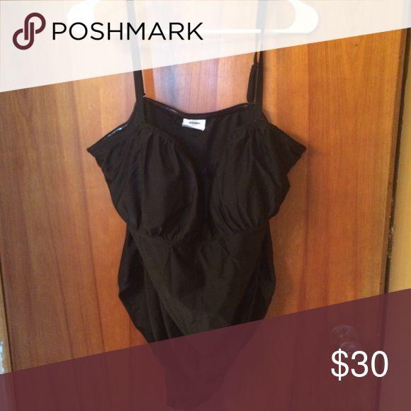 XXL maternity swim suit XXL old navy maternity swim suit 1 piece.  Only worn once. Old Navy Swim One Pieces