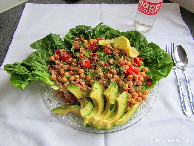 Kikkererwtensalade met tonijn, tomaat en avocado