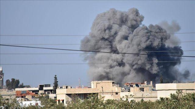 Serangan udara Assad bunuh belasan warga  Asap mengepul setelah Pasukan Rezim Assad melakukan serangan udara di wilayah oposisi Busra al-Harir kota Daraa Suriah (29/3/2017). Dua belas warga sipil tewas dalam serangan (AA)  Sekitar 12 orang tewas pada Rabu (29/3) oleh serangan udara pasukan rezim Suriah di wilayah oposisi menurut petugas pertahanan sipil. Di wilayah Ghouta timur Damaskus anggota pertahanan sipil Khaled Mustafa mengungkapkan empat warga sipil tewas dalam serangan di kota…