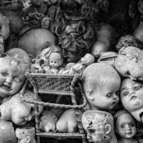 i can never get enough creepy doll heads.