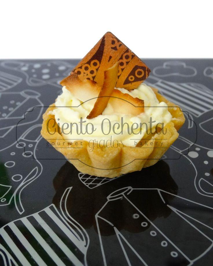 Mini Tartaleta mango-maracuyá con crema de coco