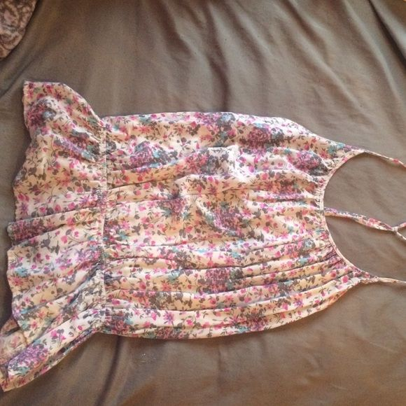 Floral spaghetti strap tank top Floral spaghetti strap tank top. Worn once. Feel free to make an offer ☺️ Saće Tops Tank Tops