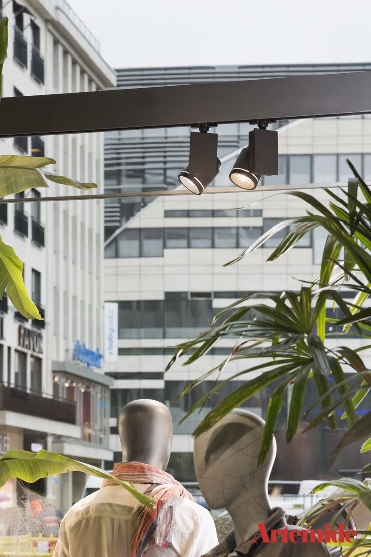 #Picto Strahler setzen Ausstellungsobjekte perfekt in Szene. Fotograf: Werner Huthmacher #Artemide #Esprit #Duesseldorf