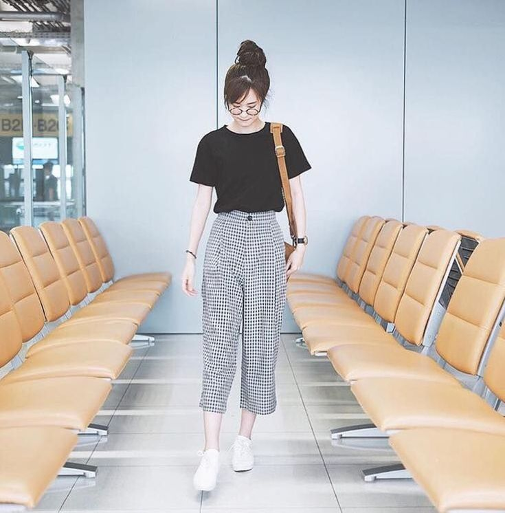 This outfit has got to be in everyone's Korean wardrobe considering this look is worn by many girls,even though everybody wears this they all have…
