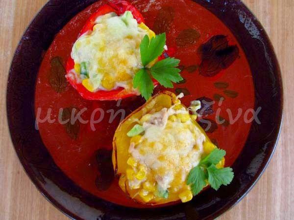 μικρή κουζίνα: Πιπεριές γεμιστές με τόνο και καλαμπόκι