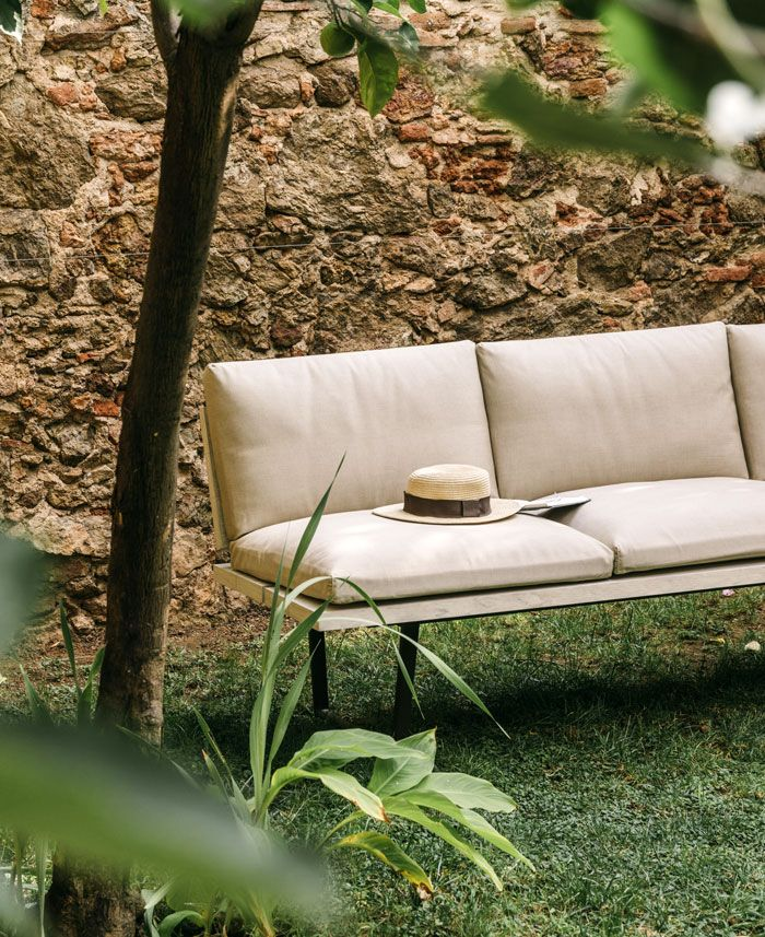Fast And Alberto Lievore Explain The Relationship Between Designer And The Outdoor Furniture Company Mobilier De Salon Meuble Jardin Meuble Design