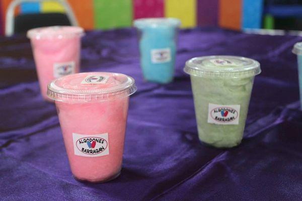 Cómo hacer y vender algodón de azúcar en un vaso de plástico