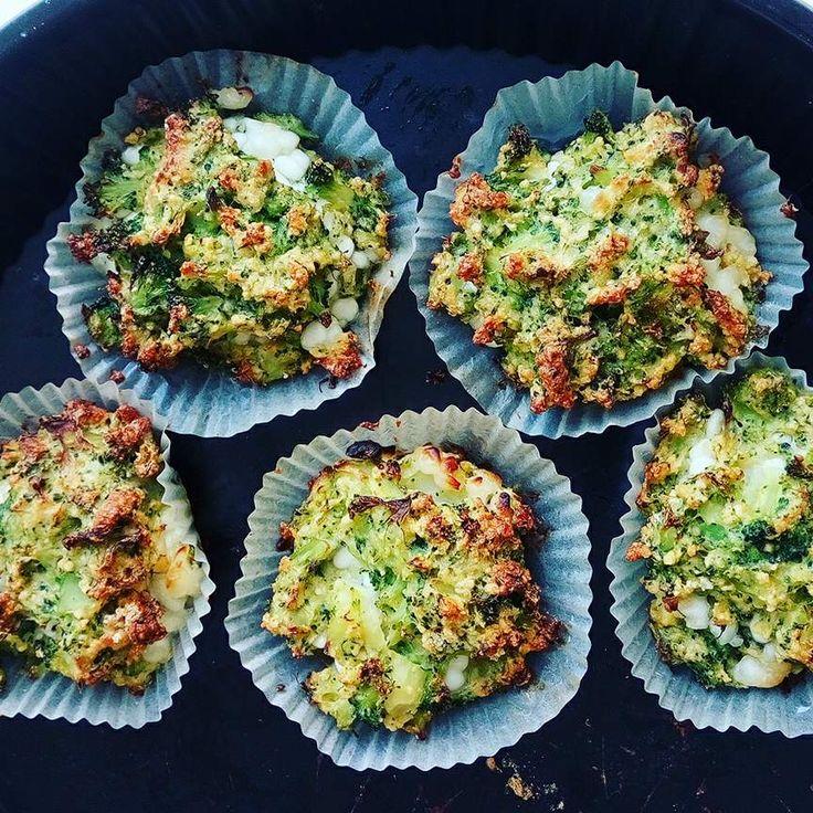 Broccoli-cheese muffins - mums! Denne opskrift er simpel og lige til at hoppe ud i, en super sund opskrift med hytteost, æg og broccoli a la æggemuffins