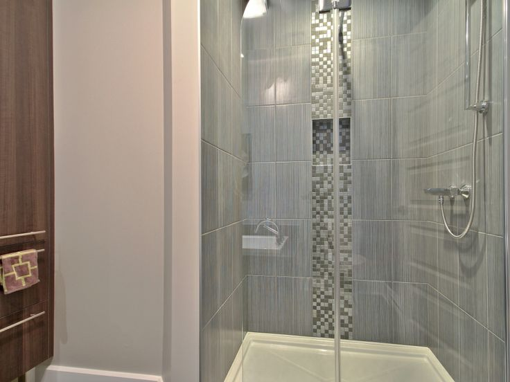 grande douche en c ramique avec insertion 695 rue du docteur. Black Bedroom Furniture Sets. Home Design Ideas