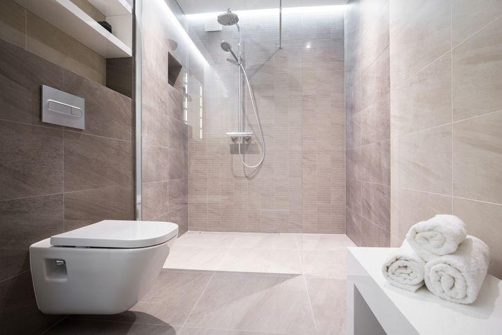Ebenerdig: Bodengleiche Duschen machen das Badezimmer seniorengerecht.
