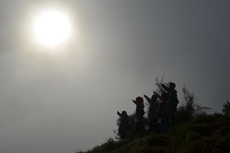matahari di atas langit Bromo yang akan selalu menjadi harapan setiap langkah kami