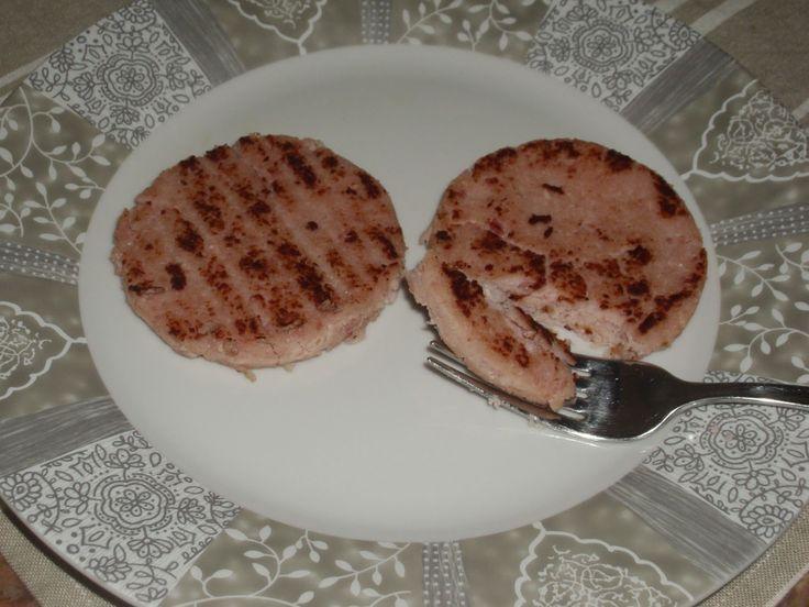 I teneroni sono una sorta di hamburger di prosciutto cotto molto gustosi e apprezzati dai più piccoli. Siccome ho la mania, diciamo, di ripr...