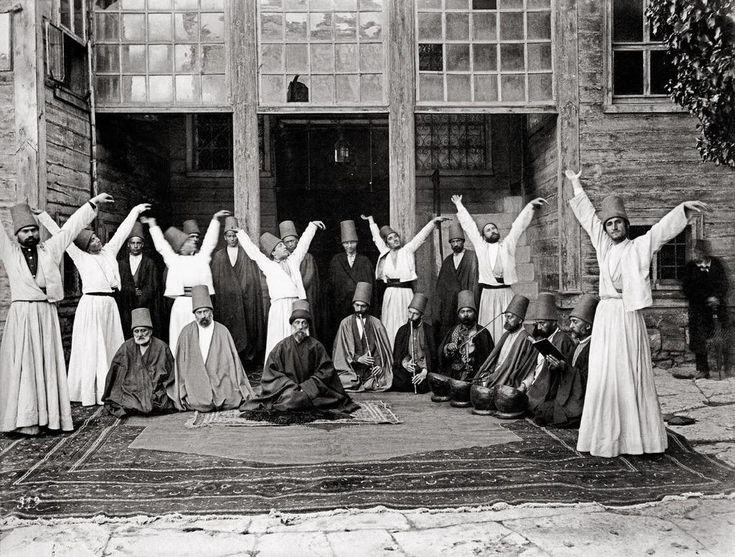 Galata Mevlevîhânesi Şeyhi Kudretullah Dede ve dervişleri... (1870)