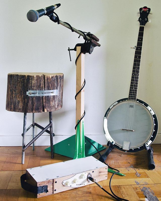 The Mic-Vice together with The Three Legged Log Steel Stool, the Buskers Delight Stompbox and my banjo.  #mic #shuremics #shurebeta58a #micstand #instrumentgear #musicgear #woodworking #junkart #threadedrod #vice #scrapwood #brackets #furniture #music #microphone #microphonestand #lumber #log #stool #stompbox #instrumentmaking #banjo #furnituremaking #maker #makermovement #diy #diymusic #diymusician