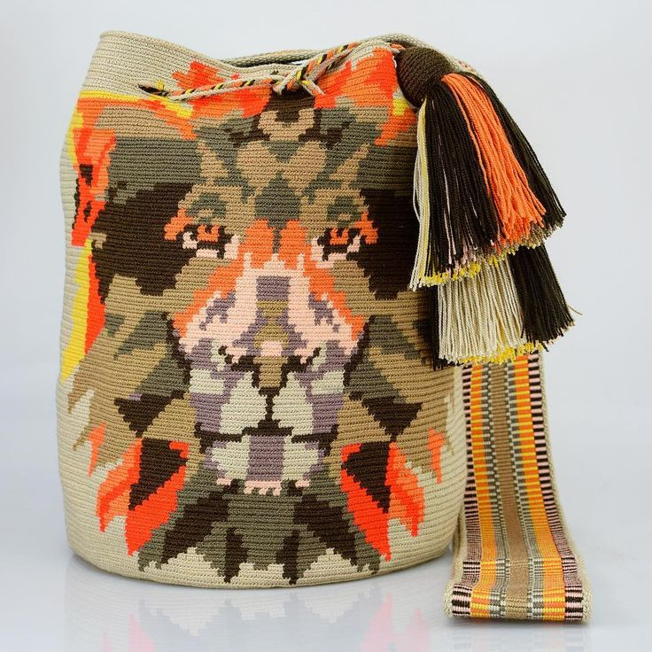 334 отметок «Нравится», 7 комментариев — Just Wayuu (@just.wayuu) в Instagram: «This is wild art. Handcrafted handbags made by indigenous wayuu in the north of Colombia.…»
