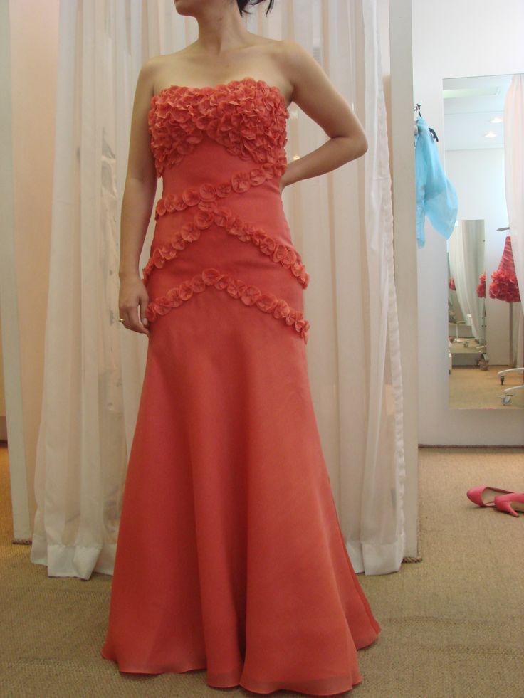 Vestido sob medida - ateliê Esther Bauman/Acquastudio  Vestido salmão tomara que caia com aplicação de flores de tecido;