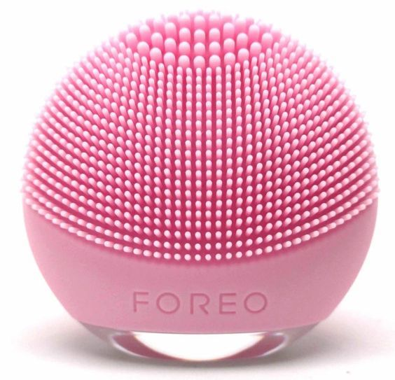 Read my @FOREO LUNA Go Review complete with step-by-step instructions! #prsample #foreo #skincare #luna #lunago #LUNAGoByFOREO