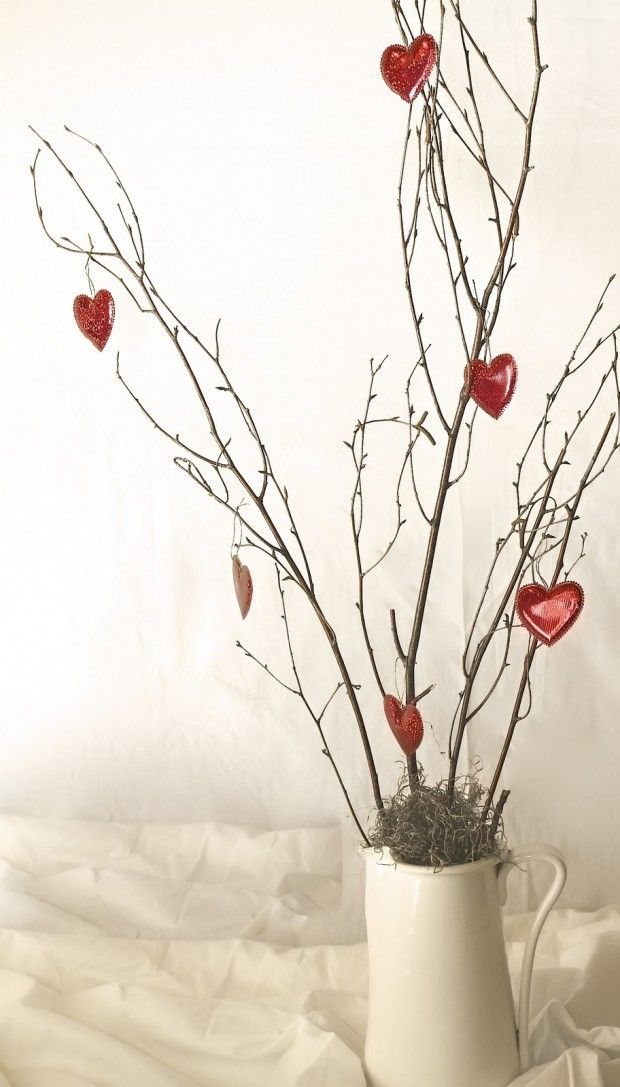 Simple and Cute Decorations that Symbolize Love- 19 Lovely Valentine's Day Decoration Ideas for your Home www.escherpe.com