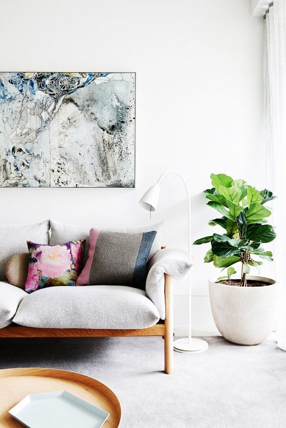 Eclectic Living Room Design with Oversized Art and Fiddle Leaf Fig// Moving in Together? 9 Decorating Tips for Couples: