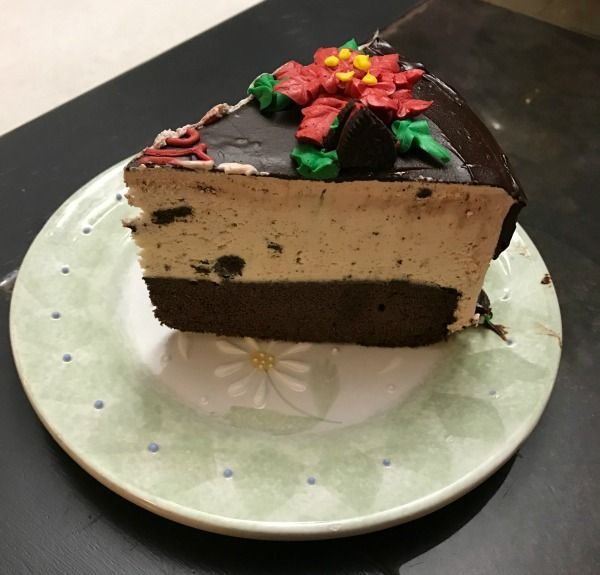 Looking for a dessert that will wow everyone this holiday season then stop in or order online at Baskin-Robbins and order an ice cream cake today! #ad #brholidaytreats #ic
