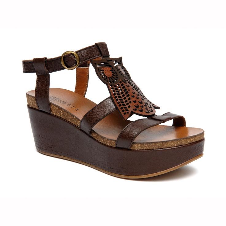 Yaz sezonu - Doğal deriden üretilmiş sandalet. - Astarı doğal deriden. - 6 cm yüksekliğinde dolgu taban.